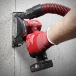 Aspirapolvere applicato su mini smerigliatrice milwaukee  m12